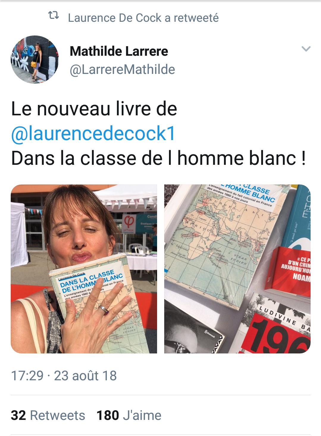 Mathilde-Larrere-embrassant-le-livre-de-de-Cock-univ-France-Insoumise.png